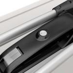 WhispBar WB201 przekręcając kluczy jednocześnie zamykasz uchwyt w bazie i rower